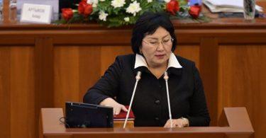 Чолпон Джакупова возмущена тем, что невозможно узнать имена авторов поправок в Конституцию