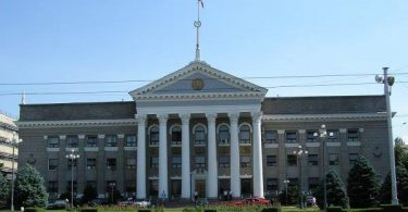 В Бишкекской ТИК зарегистрированы 15 партий на выборы в БГК (список)