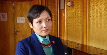 Депутат Аида Касымалиева приняла присягу