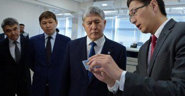 А.Атамбаев биометриялык паспортторду даярдоо системасынын иши менен таанышты