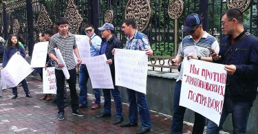 Акция против внесения поправок в Конституционный Закон о выборах Президента КР и депутатов ЖККР
