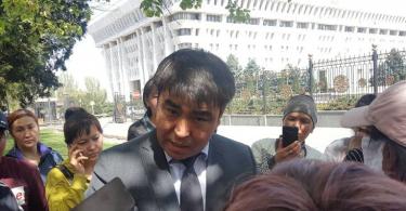 Пожар на Ошском рынке. К митингующим вышел депутат парламента Жанар Акаев