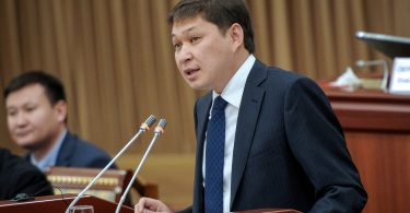 Сапар Исаков уходит в отставку. В ЖК поддержали вотум недоверия правительству