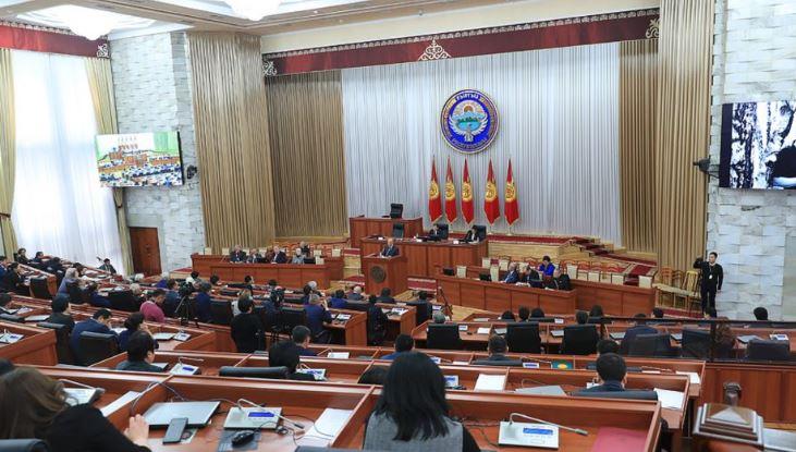 Мало о поправках, много жалоб на действия НПО. В парламенте прошли общественные слушания изменений в закон о некоммерческих организациях