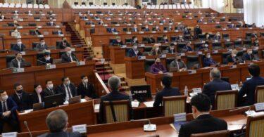 Клиника «Адилет» призвала Жогорку Кенеш соблюдать нормы Конституции при принятии законов