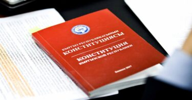 Кыргыз Республикасынын мамлекеттик түзүлүшүн аныктоо боюнча   «Референдумду дайындоо жөнүндө » (бүткүл элдик добуш берүү)  КР Мыйзамынын долбооруна ТАЛДОО ЖҮРГҮЗҮҮ