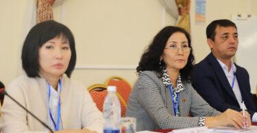 Сотрудники аппарата Жогорку Кенеша обсудили основы официального толкования законов